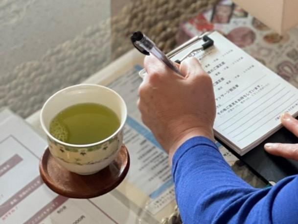 お茶をお出しします&アンケートのご記入をお願いします|茨城県鹿嶋市・神栖市「シャムの国」 マッサージファンに人気!